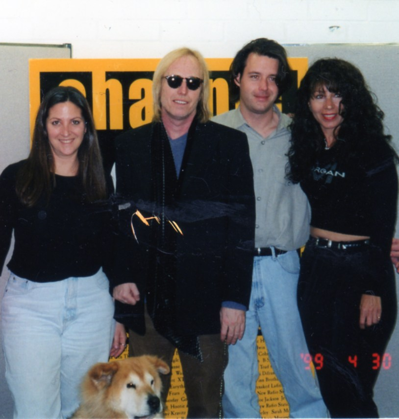 Tom Petty with Nicole Sandler, PD Keith Cunningham, WB rep Nancy Klugman & Nicole's dog Sandy
